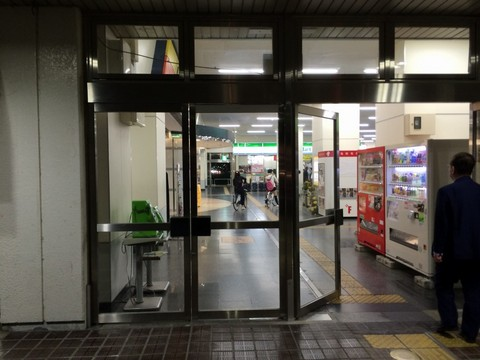 佐賀駅構内を自転車で走る阿呆
