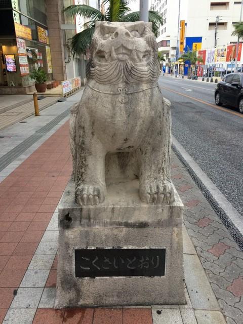 国際通り(安里三叉路)のシーサー像